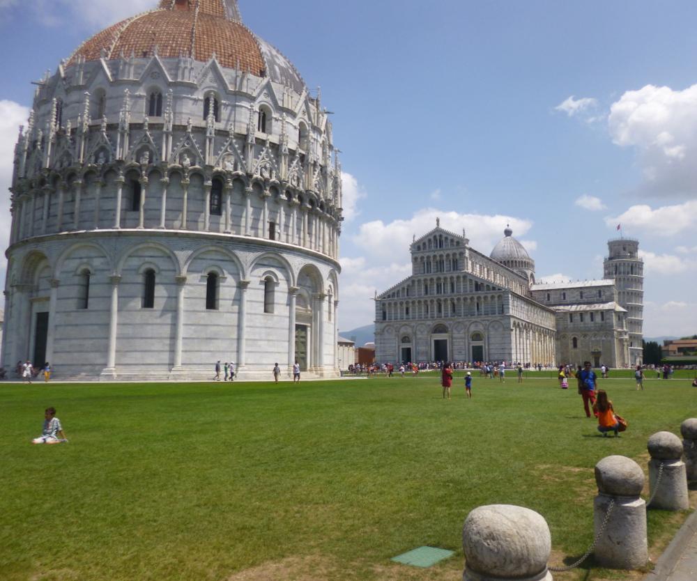 Piazza-dei-miracoli-pisa